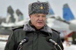 У главаря киевских путчистов на голове полыхает шапка