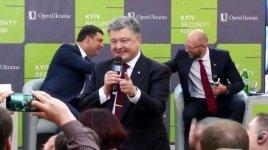 Порошенко объявил, что путчисты будут развлекать Запад, заваливая Россию украинскими трупами