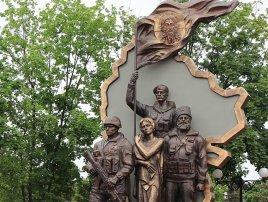 Киевские террористы взорвали памятник «Они отстояли Родину»