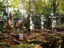 Photo of На Кировоградщине поймали школьников-могильных мародеров