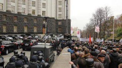 Photo of Пенсионеры второй день штурмуют здание Кабмина