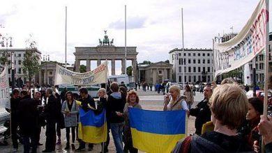 Photo of Украинские писатели-неонацисты встретили пикетом Януковича в Берлине