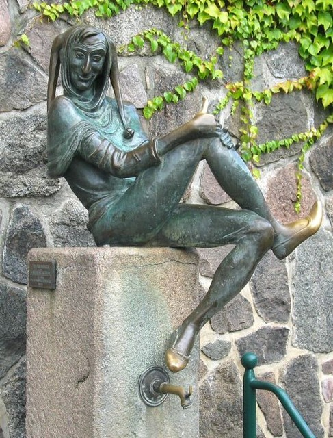 Тиль Уленшпигель. Памятник Жопочисту в городе Мельн (Германия)
