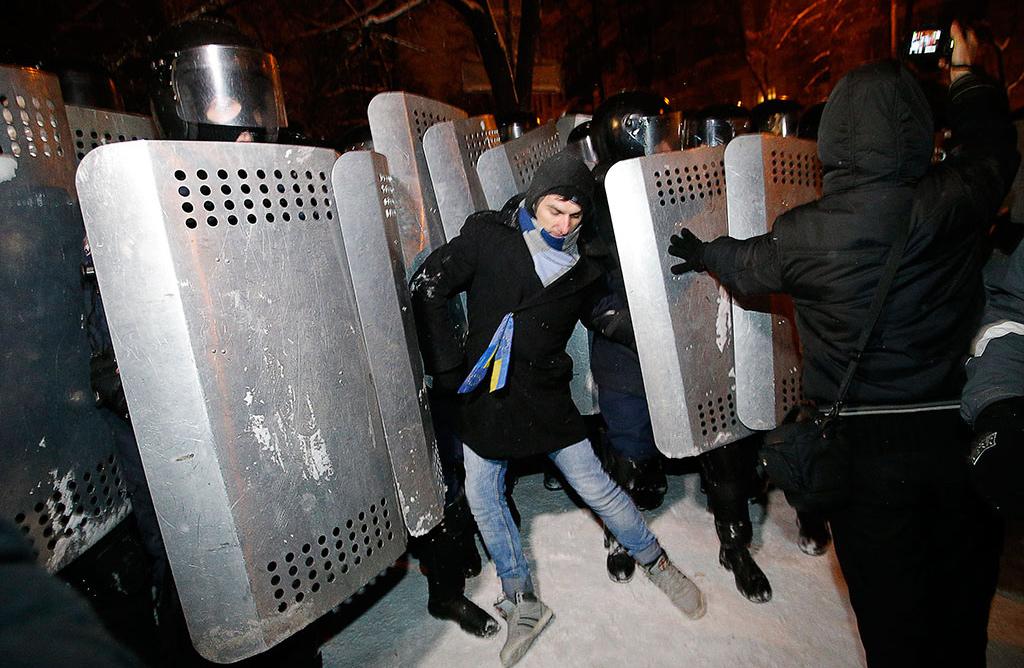 В Киеве дубинок не применяли, нежно вытесняя демонстрантов