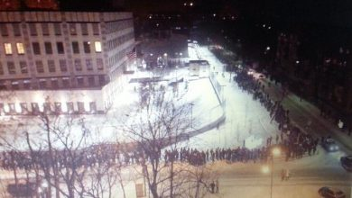 Photo of Киевляне окружили посольство США