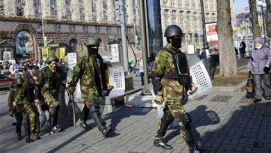 Photo of Вооруженные люди с лозунгами Майдана мародерствуют и насилуют женщин