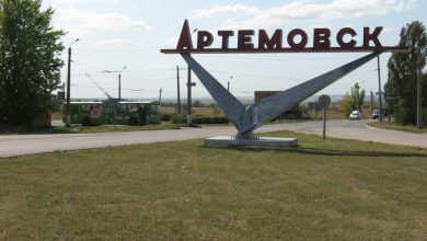 Photo of Активисты ДНР захватили горсовет в Артемовске