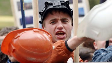 Photo of Шахтеры Донецка вышли на митинг против АТО