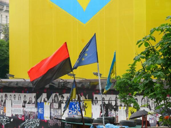Майдан разогнать нельзя оставить. Фоторепортаж