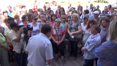 Photo of На митинге в Луганске требуют отпустить курсантов МВД домой (видео)