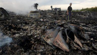 Photo of RT: во дворах местных жителей находят тела жертв малайзийского Boeing