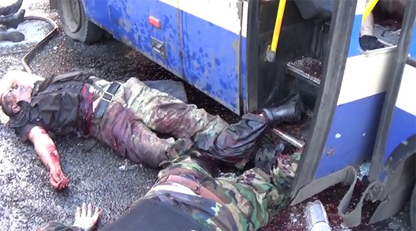 Автобус правосеков напал на блок-пост ДНР у Донецка - Видео