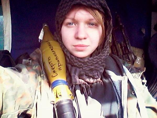 Мерзкая фашистская тварь с сиськами из украинского карательного полка Азов воюет не просто за торжество украинского фашизма, но и конкретно против тех, кто составляет угрозу этому фашизму, против православных. На заряде гранатомёта она так и написала - Смерть православным.