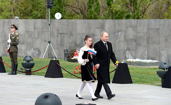 Владимир Путин почтил память жертв геноцида армян