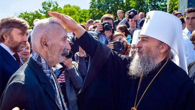 Photo of За кого молитесь — за Порошенко или за Путина?