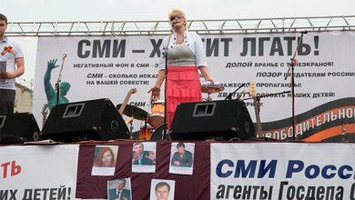 Photo of Журналисту брехуну набили морду и выдворили в Россию