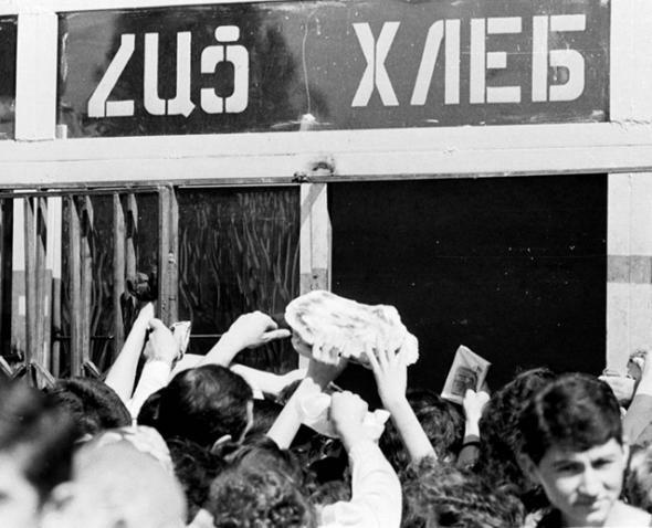 Очереди за хлебом в Армении в 90-х