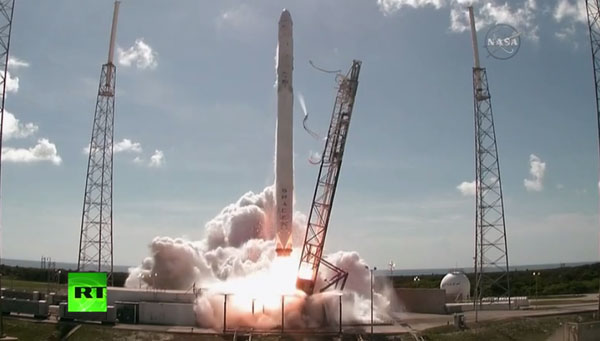 Ракета Falcon-9 с грузовиком Dragon взорвалась после старта