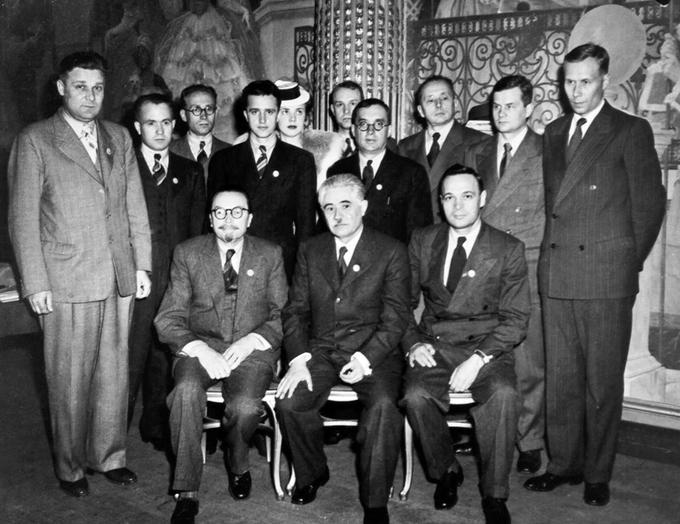 Делегация УССР на Учредительной сессии ООН. Сидят: А. В. Палладин, Д. С. Мануильский, И. С. Сенин. Сан-Франциско (США), 1945