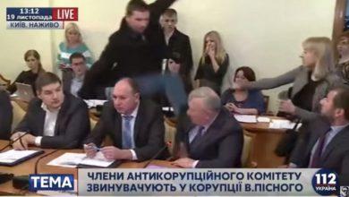 Photo of Политолог увидел зловещий знак в ударе Парасюка в голову СБУ-шника