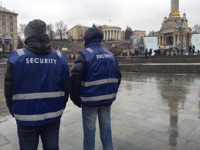 На Майдане дождь и соленые помидоры - ФОТОРЕПОРТАЖ