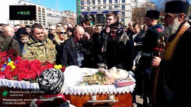 Photo of Похороны киевского карателя закончились сожжением портретов Порошенко на Майдане
