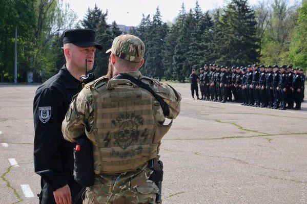 По Одессе шныряют каратели с фашистской символикой.