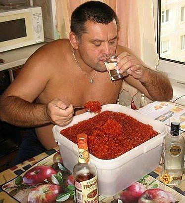 Санкции расстраивают русских и они предпочитают за это цинично выпить... :-)