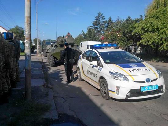 Бронетехника на улицах Ужгорода: отрабатывается карательная операция против жителей Закарпатья