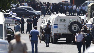 Photo of Захватчики отделения полиции в Ереване отказались сдаваться