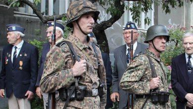 Photo of Украинский нацист, угрожая пистолетом, требовал от прохожих говорить по-украински