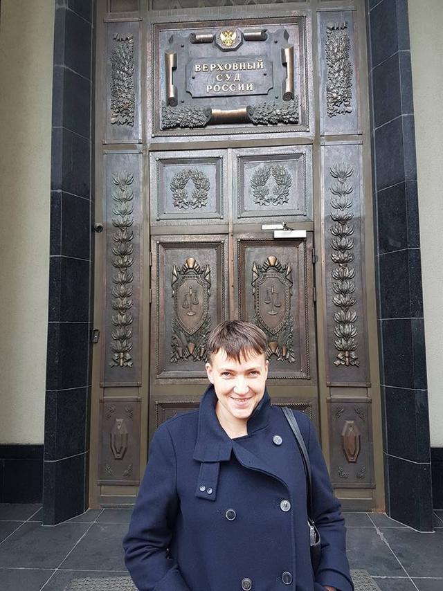 Савченко приехала в Москву и гуляет возле Верховного суда России