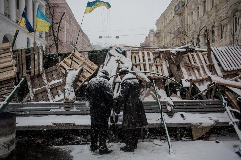 Баррикада сторонников евроинтеграции Украины на Майдане. Декабрь 2013 года