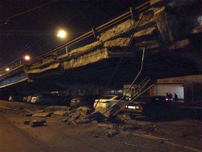 Шулявский мост в Киеве обрушился
