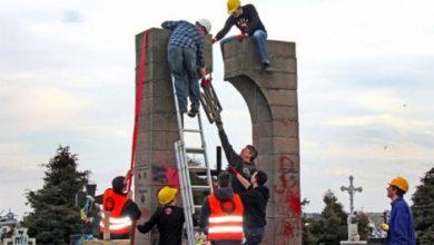 Photo of Поляки сносят памятники бандам ОУН: украинские фашисты недовольны