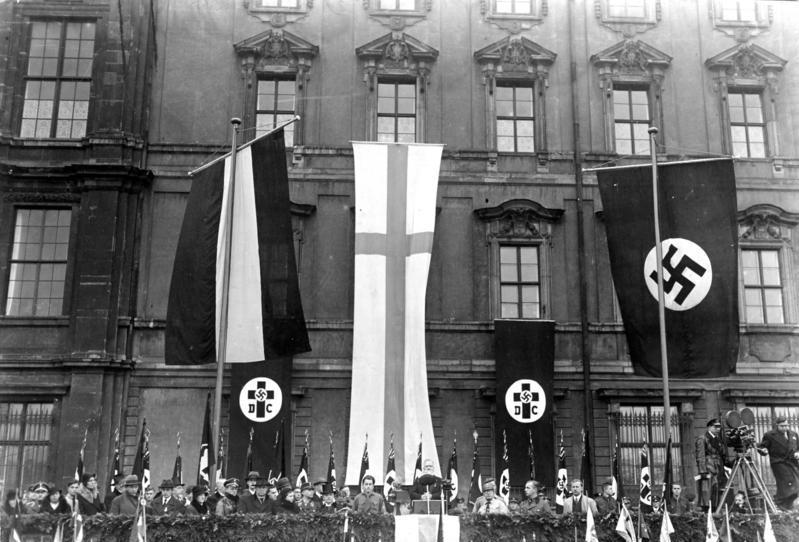 Символика лютеран партии «Немецких христиан», выступает Людвиг Мюллер