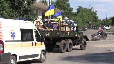 Photo of Путчисты со своей массовкой отпраздновали оккупацию Рубежного