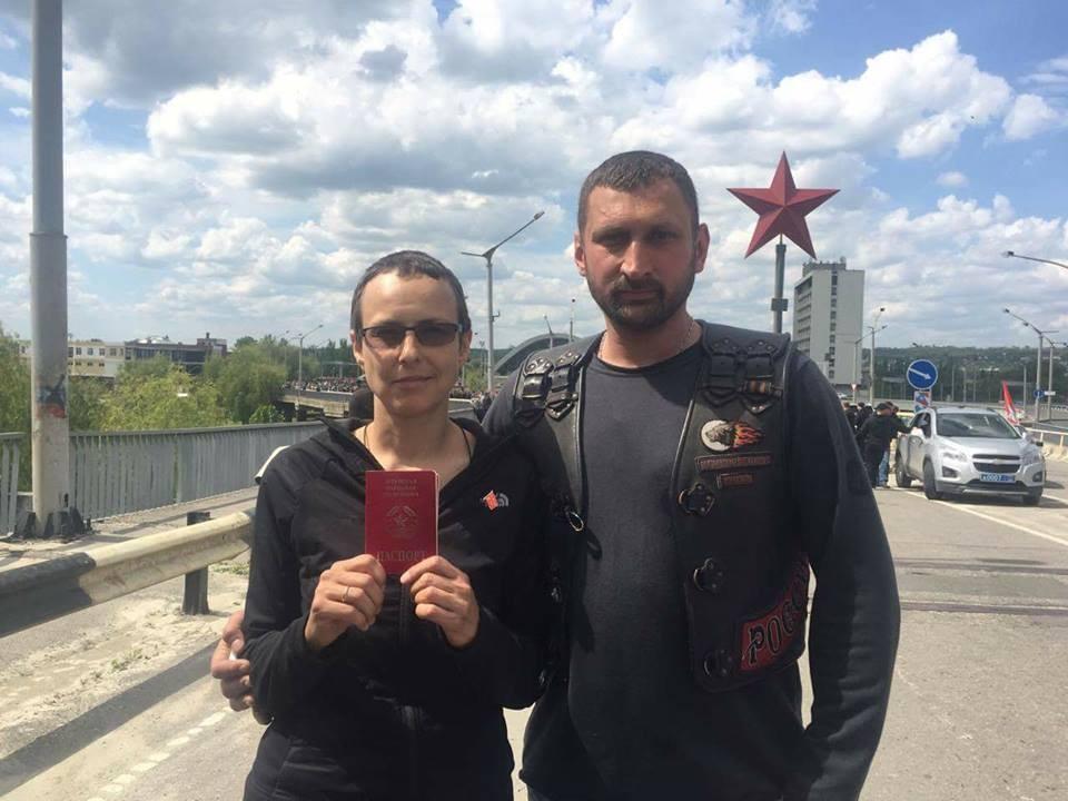 Юлия Чичерина и Алексей Верещагин на открытии мотосезона в Луганске, май 2017 г.