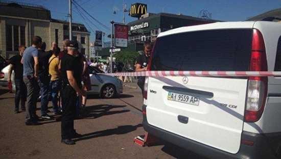 У железнодорожного вокзала Киева в результате стрельбы среди белого дня ранены три человека