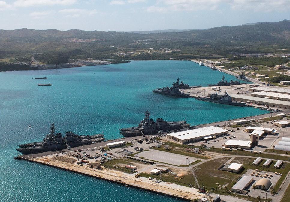 Военно-морская база Апра-Харбор на острове Гуам