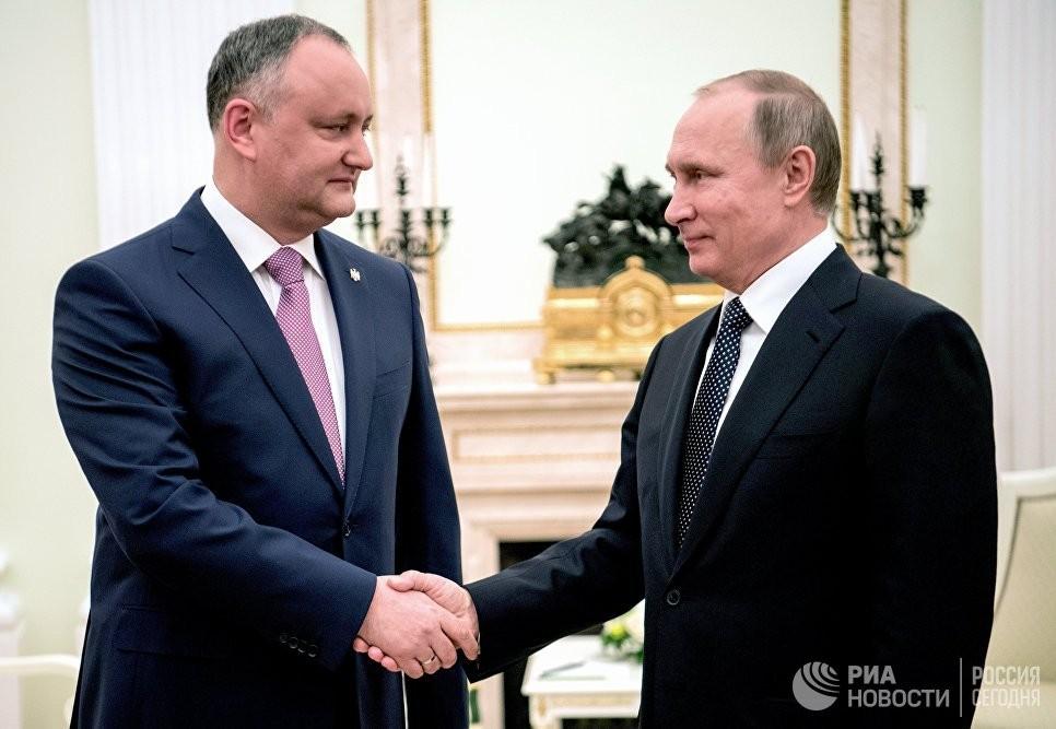 Президент РФ Владимир Путин и президент Республики Молдова Игорь Додон во время встречи. 17 марта 2017