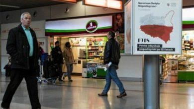 Photo of В аэропорту Варшавы развесили карты Польши с Лембергом и Вильно