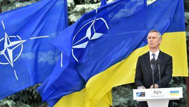 Photo of Порошенко спешит удушить Украину натовским презервативом
