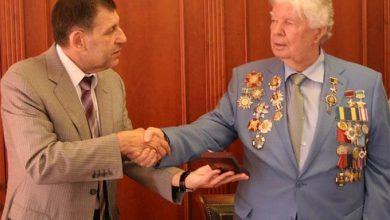 Photo of Девальвированное клеймо: Луценко обдирает награду отца Порошенко