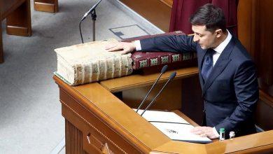 Photo of Зеленский и конституция. Узурпатор не ведает, что вытворяет